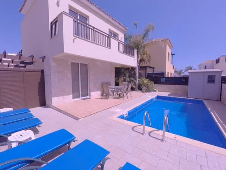 Beautiful Helena Villa, private pool, wifi & BBQ
