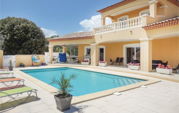 Stunning home in Valmascle with WiFi and 5 Bedrooms