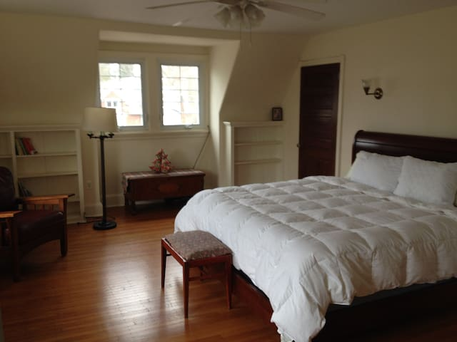 Light and spacious King Room