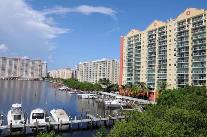 Luxury waterfront apartment+FREE MINIBAR