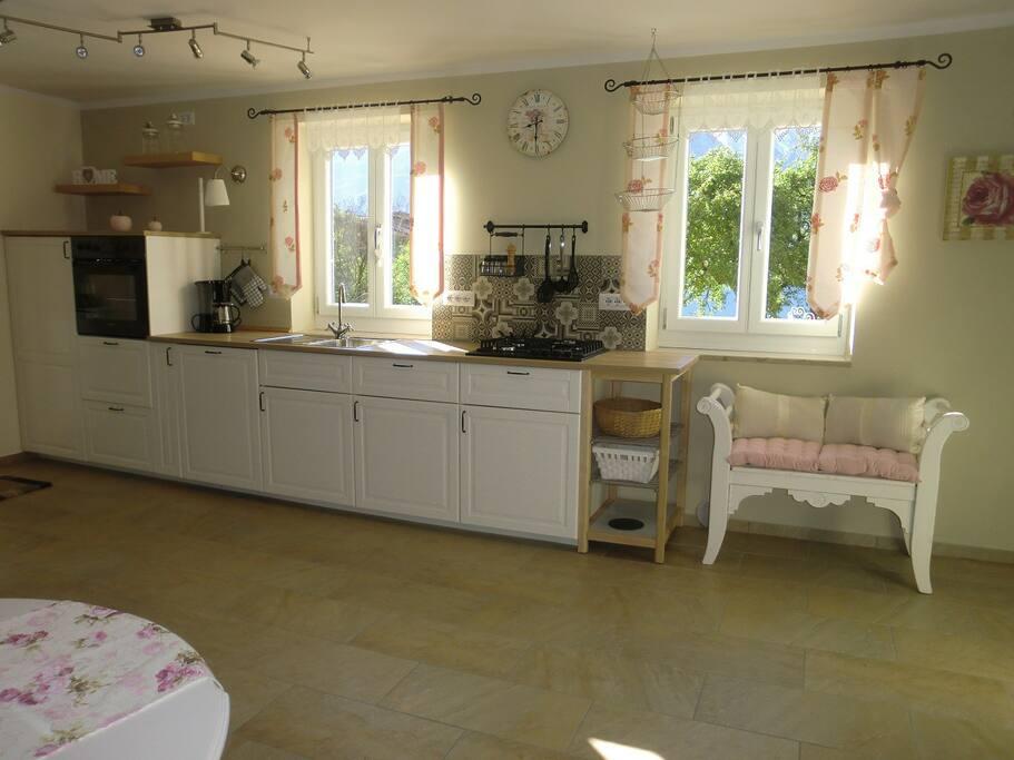 Die Küchenzeile mit Seeblick.