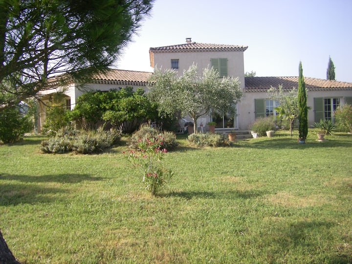 Chambre au calme dans une villa au sud Ardèche