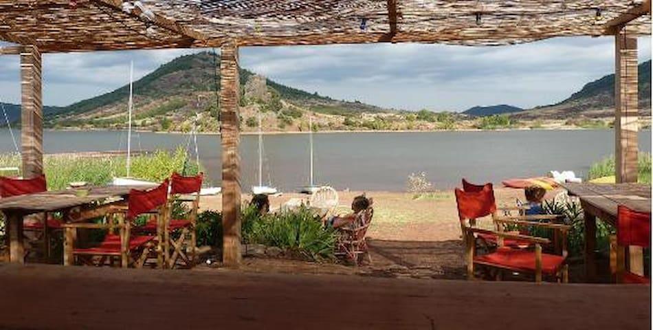 Maison avec cour à 15min à pied du lac du Salagou