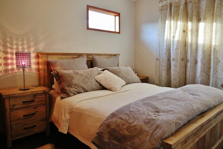 Luxurious Room, Walk to Beach + Massage & Yoga