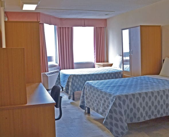 Backpacker College @ University of Toronto - Private Double Room w Two Beds