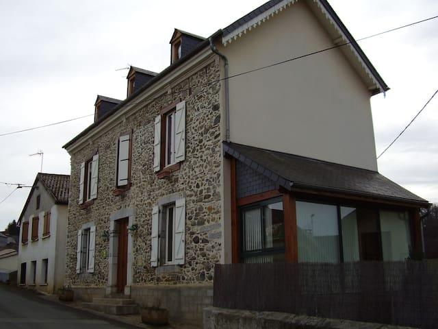 Maison Bigourdane sur  3 niveaux proche Lourdes