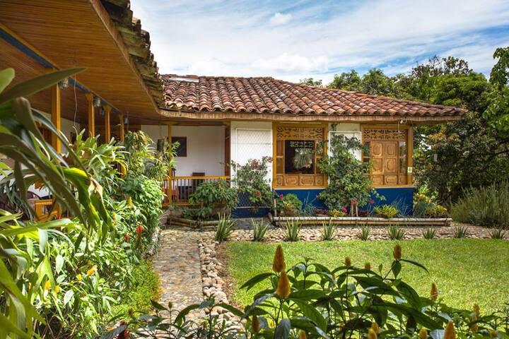 El Laurel finca agroturistica - Quimbaya - House