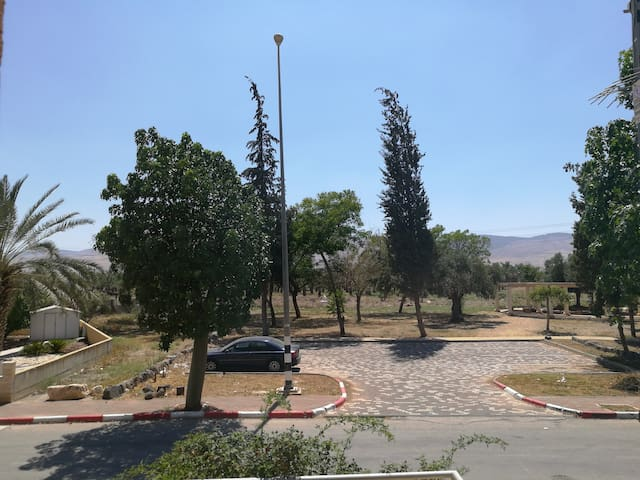 Parking opposite the house and views of Mount Gilboa.