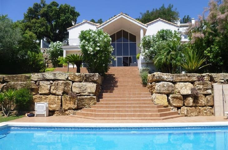 14812 - LUXURY VILLA NEAR MARBELLA