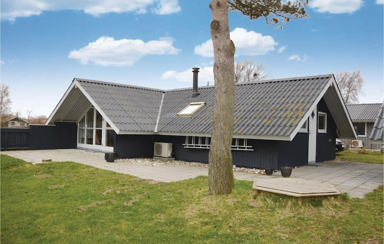 Holiday cottage with 4 bedrooms on 72 m²