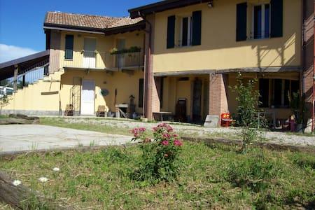 B&B c/o Agriturismo Cascina Lema - Robecco sul Naviglio - 家庭式旅館