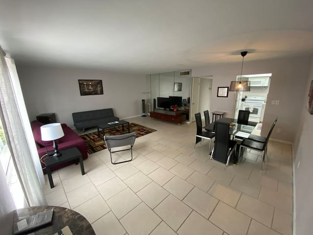 Helios 2 bedroom condo ~Minutes from the Beach~