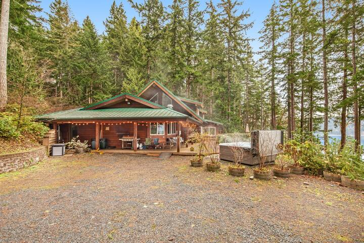 Family-friendly mountain home w/ beach access, hot tub, deck & water views