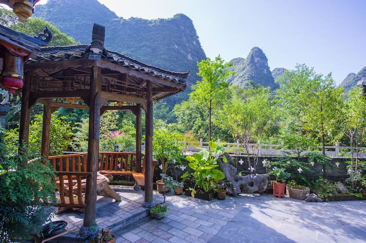 Scenic Mountain Retreat Deluxe Balcony Twin Room - Guilin - Loft