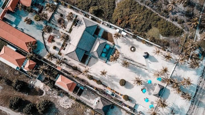 Nembralanow! Absolute Beachfront 4 bedroom Villa