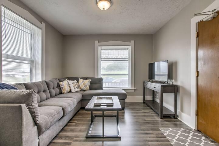 1 Bedroom Updated Apartment near Midtown Crossing