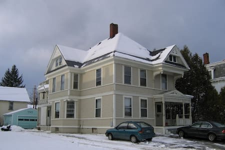 Summer Street Vacation Home - Saint Johnsbury - Apartment