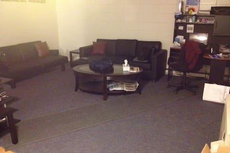 Single person snooze spot - South Burlington - Apartment