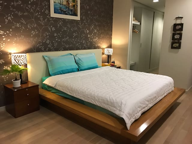 # 302 LUXURY Master Bedroom + FREE Pool - Ho Chi Minh City - Appartement