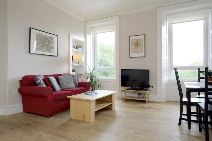 Spacious 1 Bed Central Flat, accomodates 4