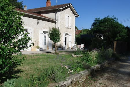 Charmante petite gare rénovée avec goût - Bergerac - Rumah