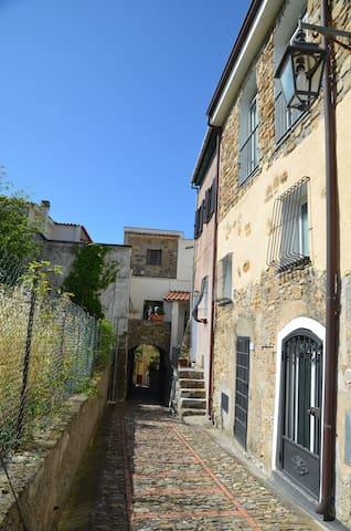 Piccola casa antica nel borgo - Pompeiana - Daire
