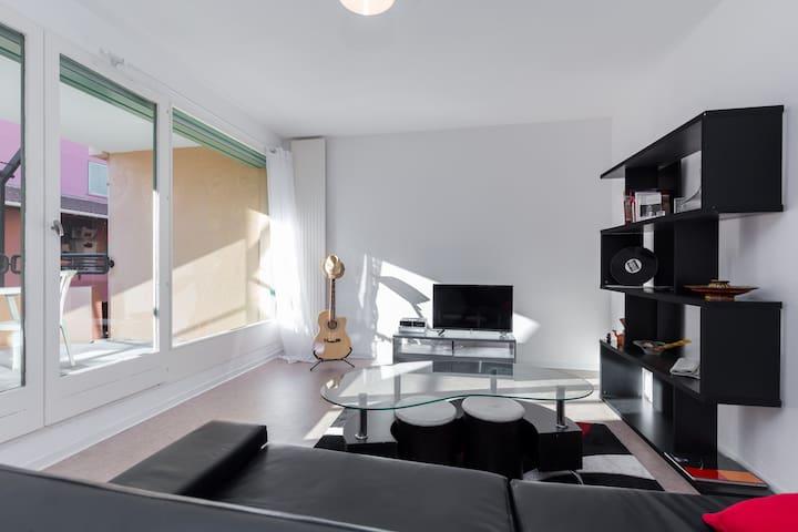 Bel appartement lumineux - วัลบอนเน