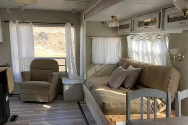 mountain side Glamping in the heart of the Shuswap