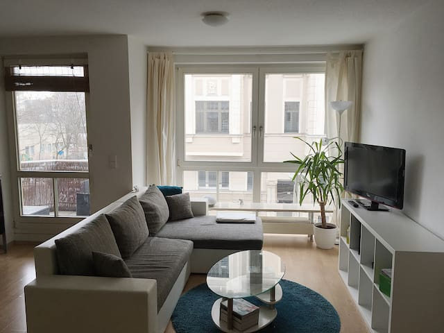 Sunny, 2-room Apartment near the Center (Balcony) - Leipzig - Apartment