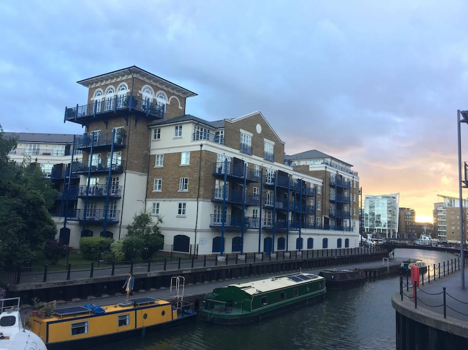 Limehouse Marina (5 minutes walk from the flat)