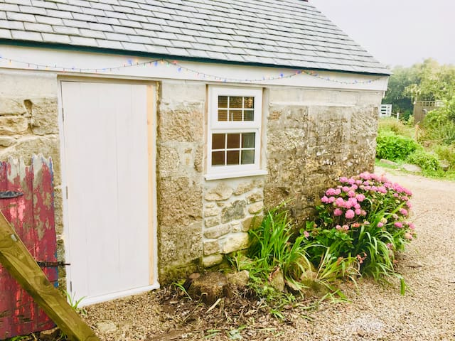 Tiny Barn with en suite toilet and shower