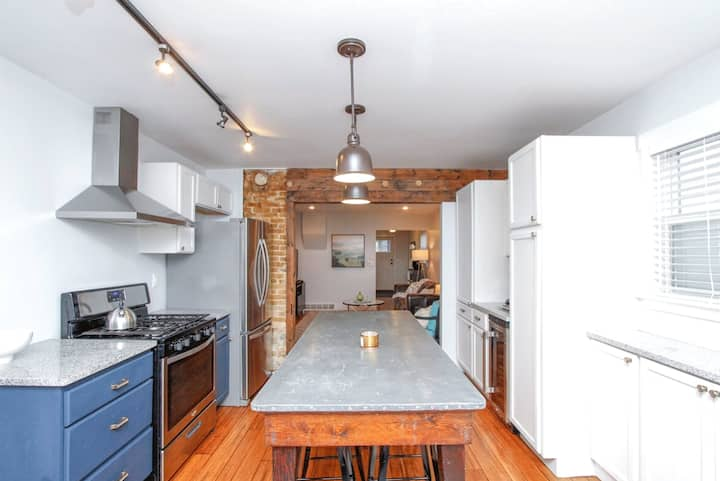 Private home w/ garage - DOWNTOWN!