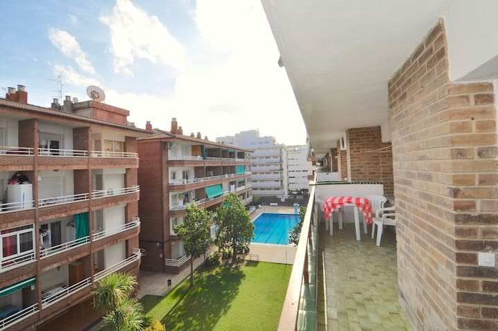 Apartment GIRONA 300m from the beach, with terrace, air conditioning, wifi, common swimming pool with garden