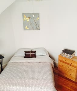 Clean and sunny room - Medford