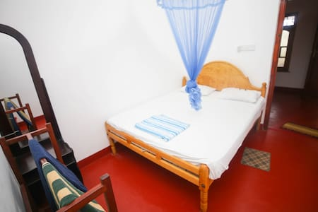 Neverbeen to Vibushan Guest House | Triple Room 1
