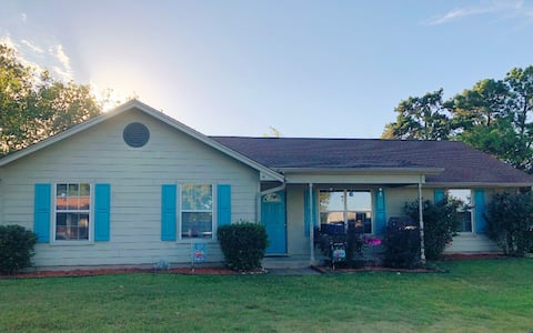 Lake Palestine Family Vacation Home