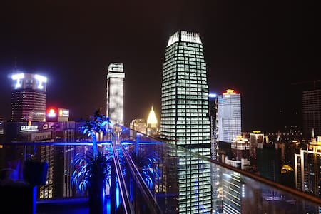 解放碑中心,楼下地铁(52层俯瞰城市夜景,180度大阳台无敌江景) - Chongqing