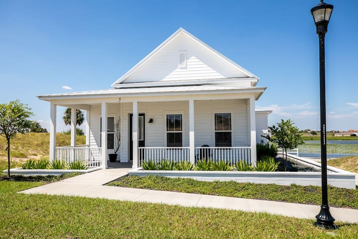 Elegant 1-Bedroom House Overlooking Lake Alfred!