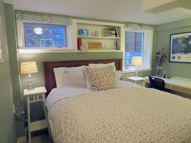 Comfy Ballard Suite