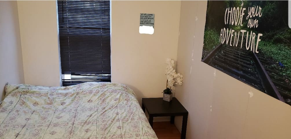 Jersey Cty:  Small & Basic Room - Queen bed (3b)