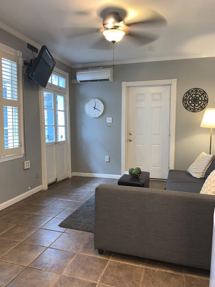 Perfect Little French Quarter Townhouse!