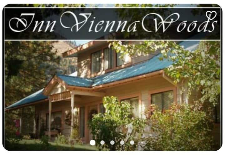 Inn Vienna Woods- Vienna Room-Private Room