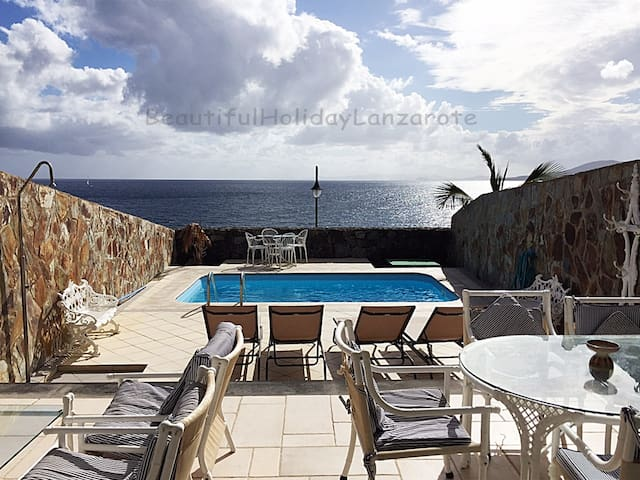 Villa Medusa with sea view & seawater-pool - Yaiza