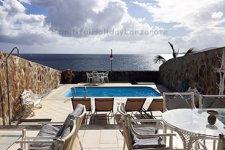 Villa Medusa with sea view & seawater-pool - Yaiza