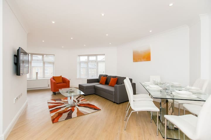 Bright Two Bedroom Apartment Close to Hounslow - Hounslow - Pis