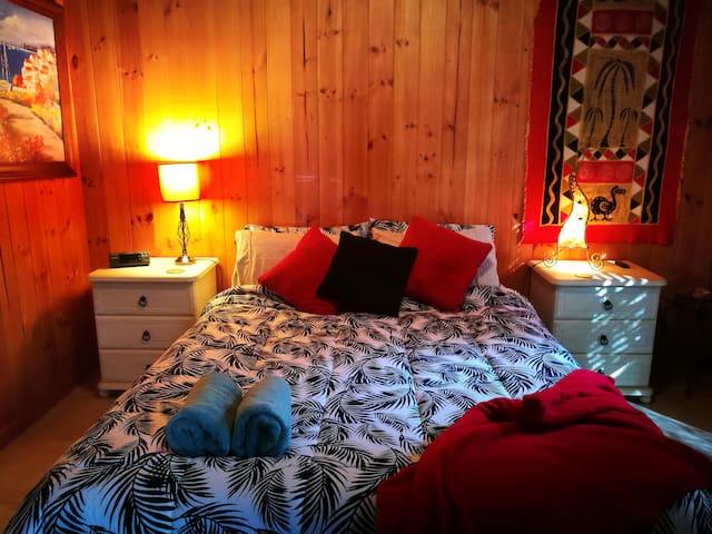 Springbrook Storybook Homestay - Red Room Package