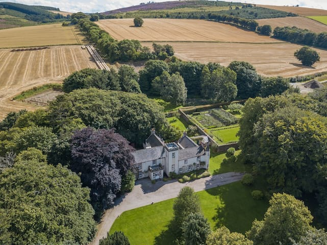 Stunning 7-bed house in Drumblair, North Scotland