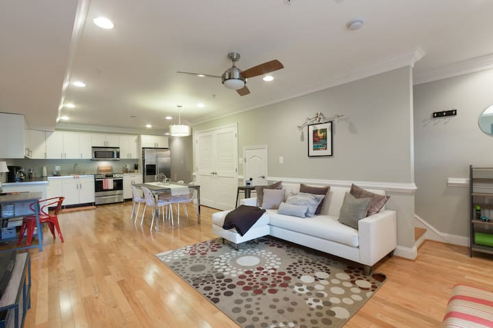Prvt room and bath in NW DC