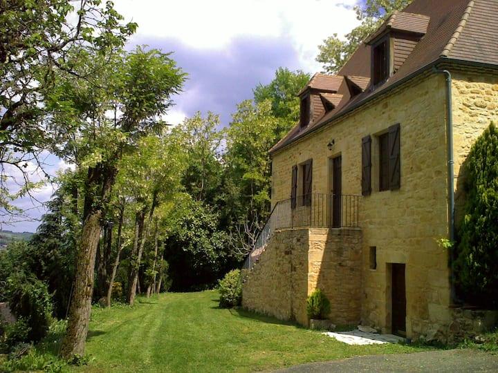 Belle maison périgourdine en pierre