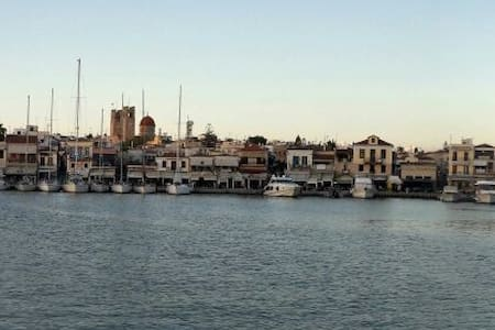 Stay on a yacht in Aegina township - Egina - Barca